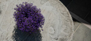 fiori tavolo pietra